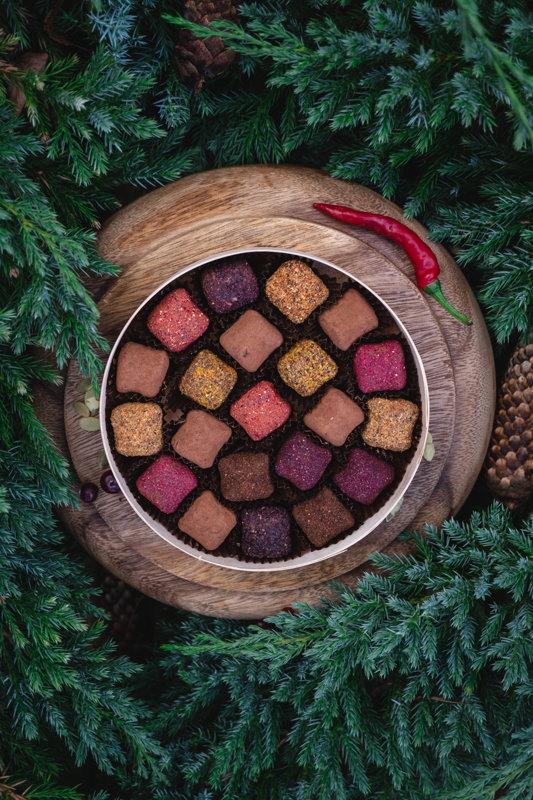 Žāvētu augļu un sēkliņu trifeles bērza koka kastītē, 230g